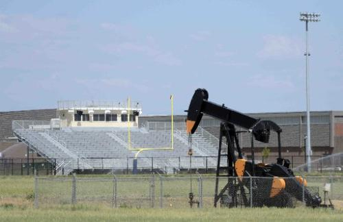 Oil well near Frederick Colorado High School [Lewis Geyer photo/The Denver Post]
