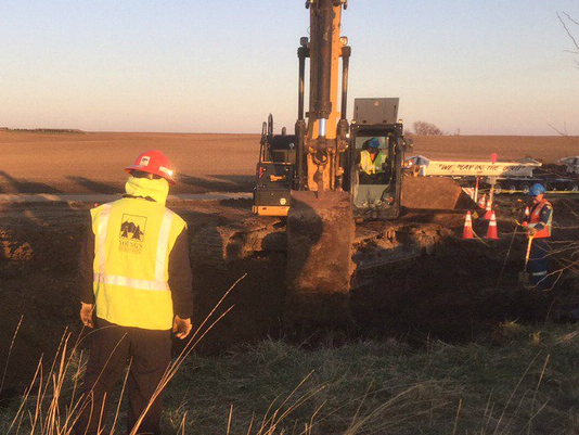 A TransCanada crew works on the investigation of an oil leak near Freeman.(Photo: TransCanada)