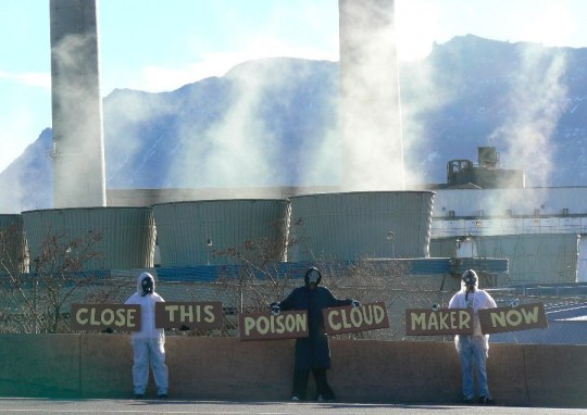 Protesters demonstrate outside Martin Drake Power Plant in January 2016. [Source: 350Colorado]